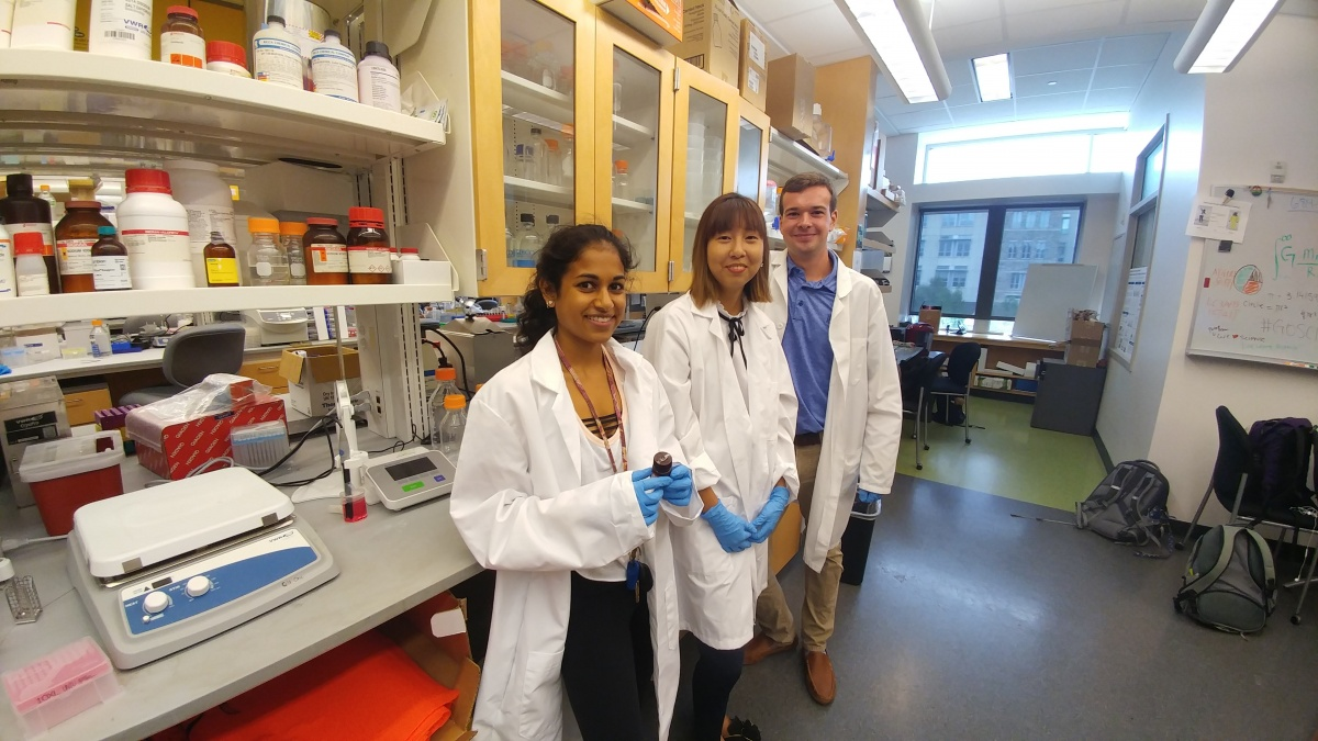 Serene Cheng (center) is pictured with two other Scholars in Marine Medicine: Maya Sheth (L) and Parker Matthews.
